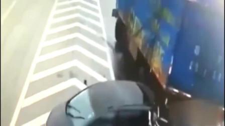 女司机这是被撞懵了么?监控拍下她的疯狂行为