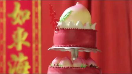 陈华爸爸过六十大寿,陈华妈妈做了一大桌美食,还有8层大蛋糕