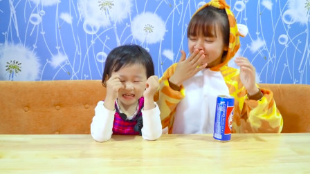 越看越搞笑,小萝莉为何伤心哭唧唧姐姐却笑嘻嘻?亲子萌宝益智早教