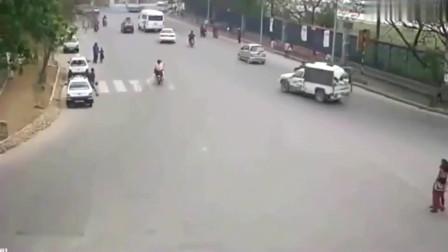突然间所有的人和车全部都停了下来!监控记录这诡异灵异事件