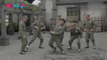 小伙从厨子兵升职到班长,为了验证不是做梦,竟直接手掐屁股!(1)
