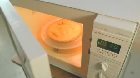 小伙蒸了个蛋挞,却不料自己进了微波炉,当场丢了性命!