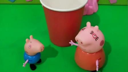 乔治想上厕所,猪妈妈让他上方便面桶里,小鬼把方便面桶偷走了