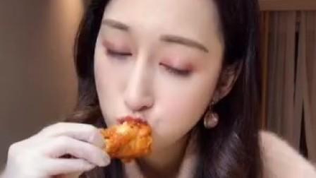 【吃不饱的晴子】20200114最新一期搬运:炸鸡+大馄饨+巧克力毛巾卷+雪媚娘