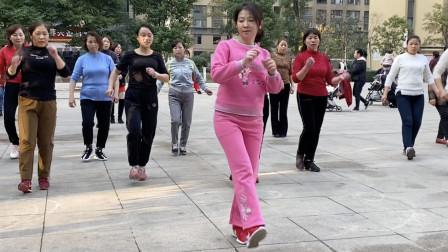 鬼步舞齐舞《小女子不才》,20名队员配合默契,看3遍都不过瘾