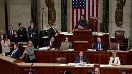 美国 美众议院向参议院提交弹劾总统条款 新闻早报 20200117 高清
