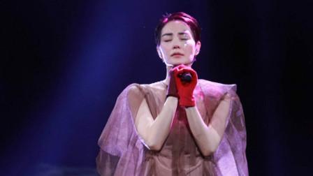 王菲演唱会现场,率性演唱《给自己的情书》,天后登场尽显魅力