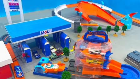 炫彩小汽车们通过赛道来到加油站