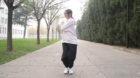 瑜伽老师必练的一个动作,简单不节食就能瘦肚子瘦腰,拉伸腿部