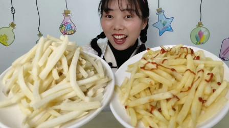 """美食拆箱:小姐姐吃""""自制炸薯条"""",5斤大包装,金黄蘸酱超满足"""
