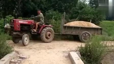 多少年没见过这种拖拉机了,一般人真不敢开!