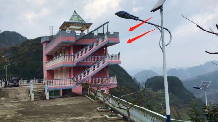 贵州农村,这房子修建在山顶上,造型独特,用来干啥的?