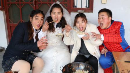 校園劇老師給同學們做蛋炒飯沒想小楠直接下手抓著吃太逗了