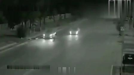 灵异事件:监控实拍凌晨的公路上,有幽灵出来救人