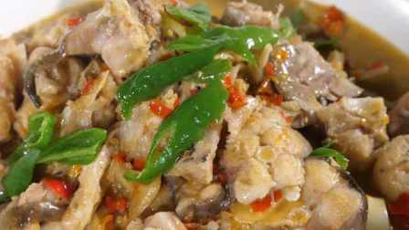 长江鮰鱼火锅:五香榨菜打底越煮越香