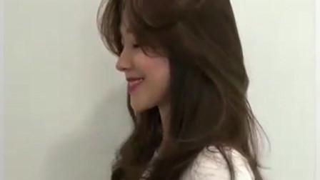 今年最流行的烫发发型之一,把头发染成暖棕色,很美很女神