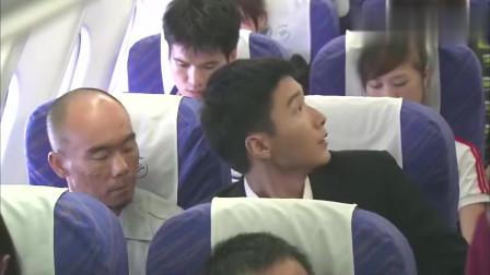 美女空姐问乘客喝什么却被粗暴对待,看见手铐后瞬间明白了!