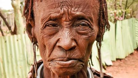 电脑高手将99岁的老奶奶,还原成20岁的模样,没想到这么漂亮