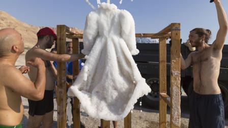 把裙子放在死海浸泡3年,拿出后成为艺术品,售价高达150万!