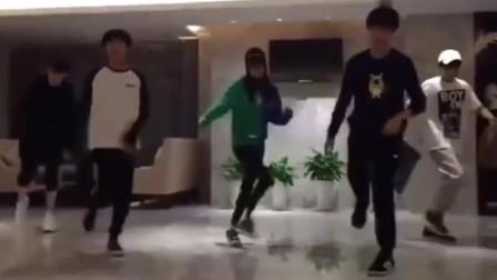 TFBOYS、李小璐、薛之谦跳超火的鬼步舞《Seve》,很帅气