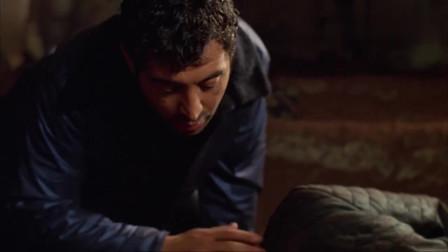 男子昏睡在洞穴,小伙好心把他唤醒,不知噩梦开始了