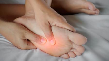 脚痛暗示糖尿病上身?医生提醒:2症状出现,别视而不见