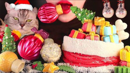 妹子幸福感爆棚,被满满一桌圣诞美食包围,拆开礼物会有惊喜吗?