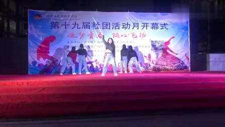 别人学校的小姐姐,跳舞的时候真好看,这些学姐太优秀了