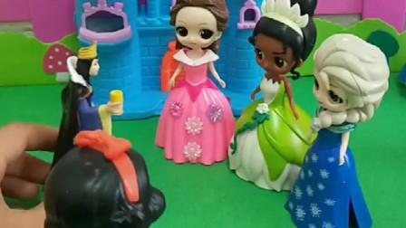 贝儿看到了白雪的孩子,他偷走了白雪的孩子,白雪来找王后!