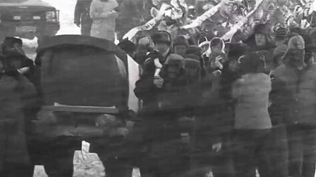 下乡男教师为了建学校,猝死暴风雪中,上百名弟子回村抬棺