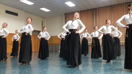 北京舞蹈学院蒙古舞抖肩组合,欢快灵动动作整齐划一,专业的就是不一样!