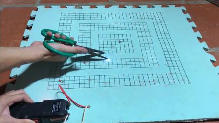 哪个缺德的发明的电击捕鼠器,老鼠被电的飞起,镜头拍下全过程