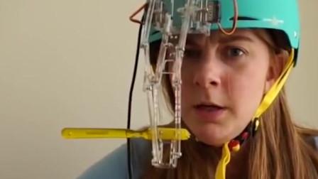 国外小姐姐发明头盔电动牙刷,长的漂亮脑洞还清奇!