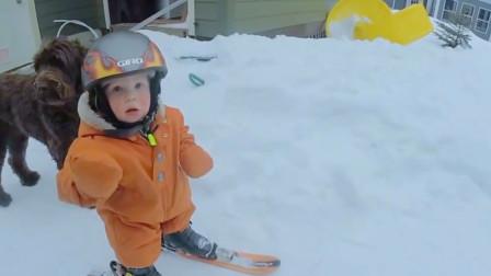 14个月大萌娃首次滑雪,原以为只是个青铜,没想到却是个王者