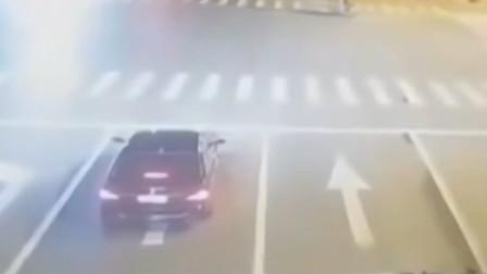 醉驾玛莎拉蒂致2死案开庭,肇事女司机当庭下跪道歉