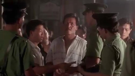 雷洛传:军装警察到赌场不是抓人,而是直接收保护费,赌场只能认倒霉了