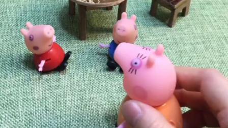 猪妈妈不在家,佩奇把弟弟照顾的可好了,乔治也不吵着找妈妈了