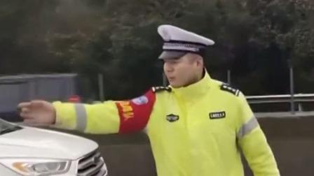 湖南郴州:救护车被堵应急车道 交警给17车开出罚单  超级新闻场 20200119 超清版