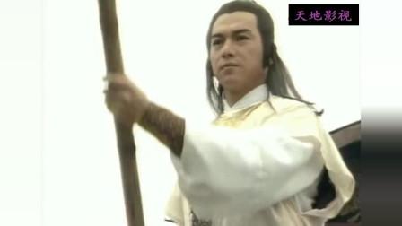 黄蓉又在嫌弃郭靖傻头傻脑,郭靖在这个帅哥面