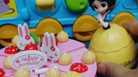 小白雪生日,白雪给她做了生日蛋糕,可是没有生日蜡烛怎么办?