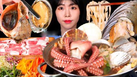 小姐姐吃海鲜大餐,馋得直流口水,这是我的诗和远方啊!
