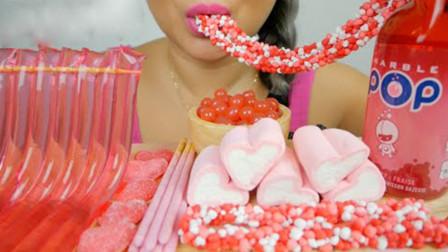小姐姐吃甜点大餐,粉嫩的颜色令人食欲大增,吃起来太治愈了!