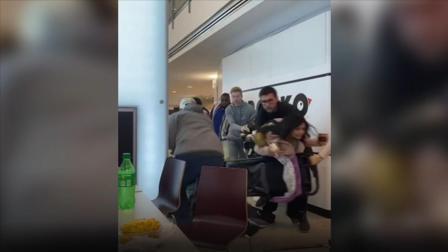 购物中心枪响民众惊慌逃跑 原来是警察在抓持枪嫌犯