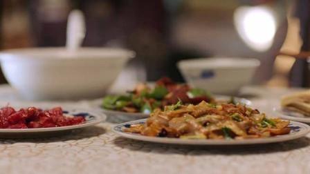 丈夫忙了一天回来,不料一看妻子做的菜,顿时苦笑:晚上有活干了
