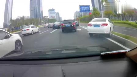 大家别笑女司机了,她都不好意思了,行车记录仪记录事发瞬间
