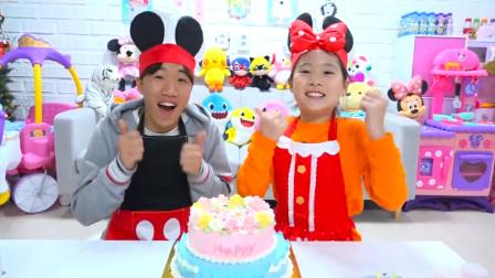 好厉害!萌宝小萝莉跟哥哥是如何制作双层蛋糕?趣味玩具故事