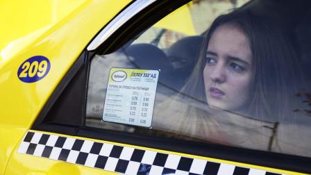 一部极度真实的电影,高中女生为了生活,打出租车去站街!