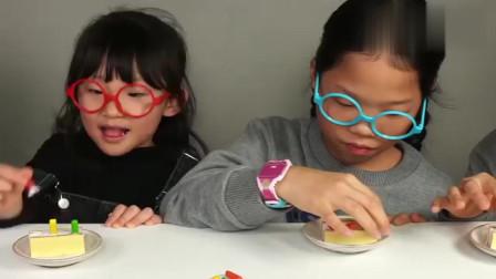 吃货小萝莉,和小伙伴一起吃彩色糖果,插在小蛋糕上就成了生日蛋糕!