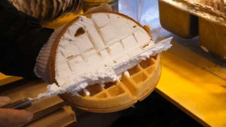 这样做华夫饼吃起来太过瘾了!每个空格里都塞满了奶油,超美味!
