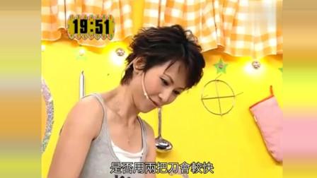 """美女厨房:郑中基调侃蔡少芬为""""菠萝芬"""",烹饪过程更是搞笑不断!"""